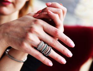 blanquear uñas amarillas