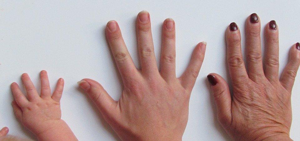 blanquear uñas mano